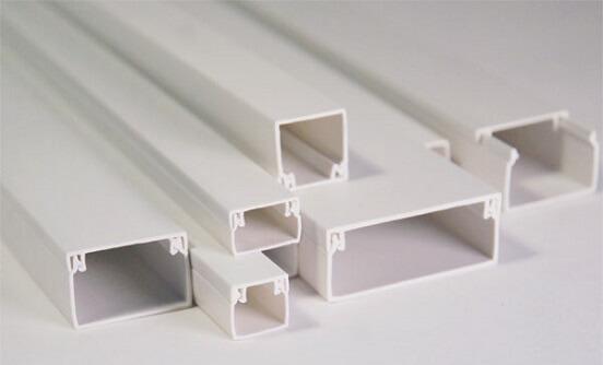 Классические белые кабель-каналы из пластика