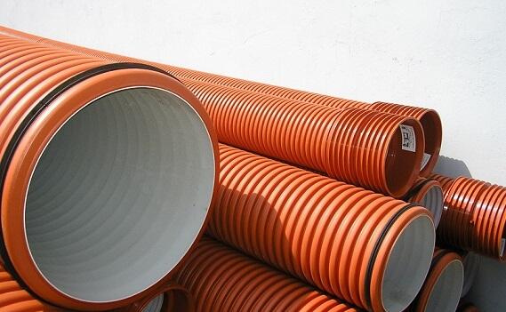 Рыжие трубы для наружной канализации