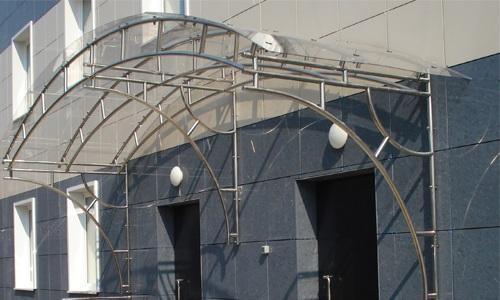 Из-за внешнего вида нержавейка часто применяется для навесных конструкций