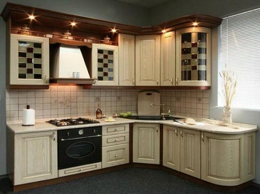 Кухня со спрятанными газовыми трубами