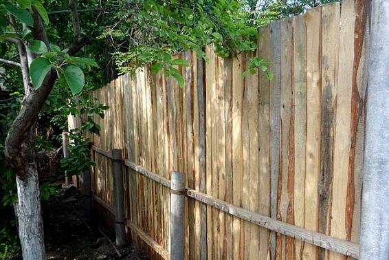 Забор из асбестовых труб