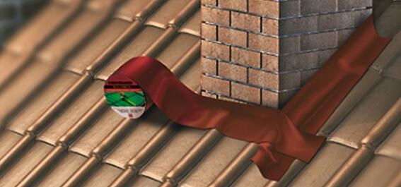 Заделка щели между трубой и крышей