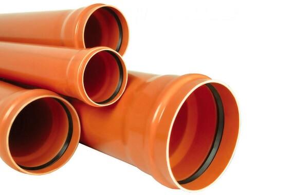 Рыжие канализационные трубы