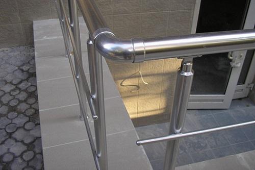 Алюминиевые трубы применяются для изготовления перил